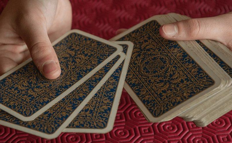 Manfaat dan Fungsi Tarot Sebagai Alat Bantu