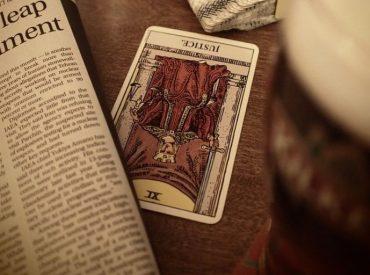 Tipe Tarot Reader